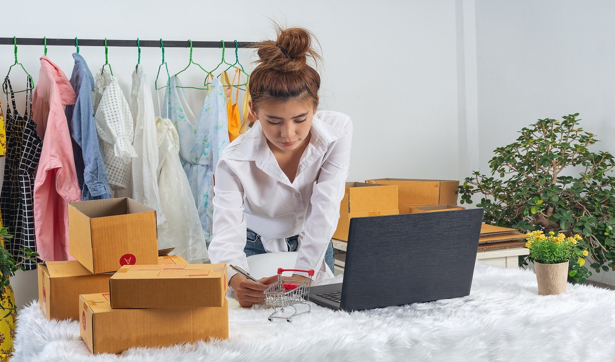 Online Journey of Offline Retailers: Transition to Build an Omnichannel Experience