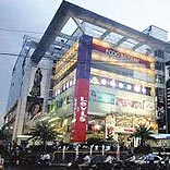 HOW CAN SHOPPING MALLS REMAIN COMPETITIVE?