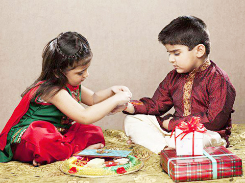 Retailers woo consumers this Rakshabandhan  with a bonanza of offers and gifts