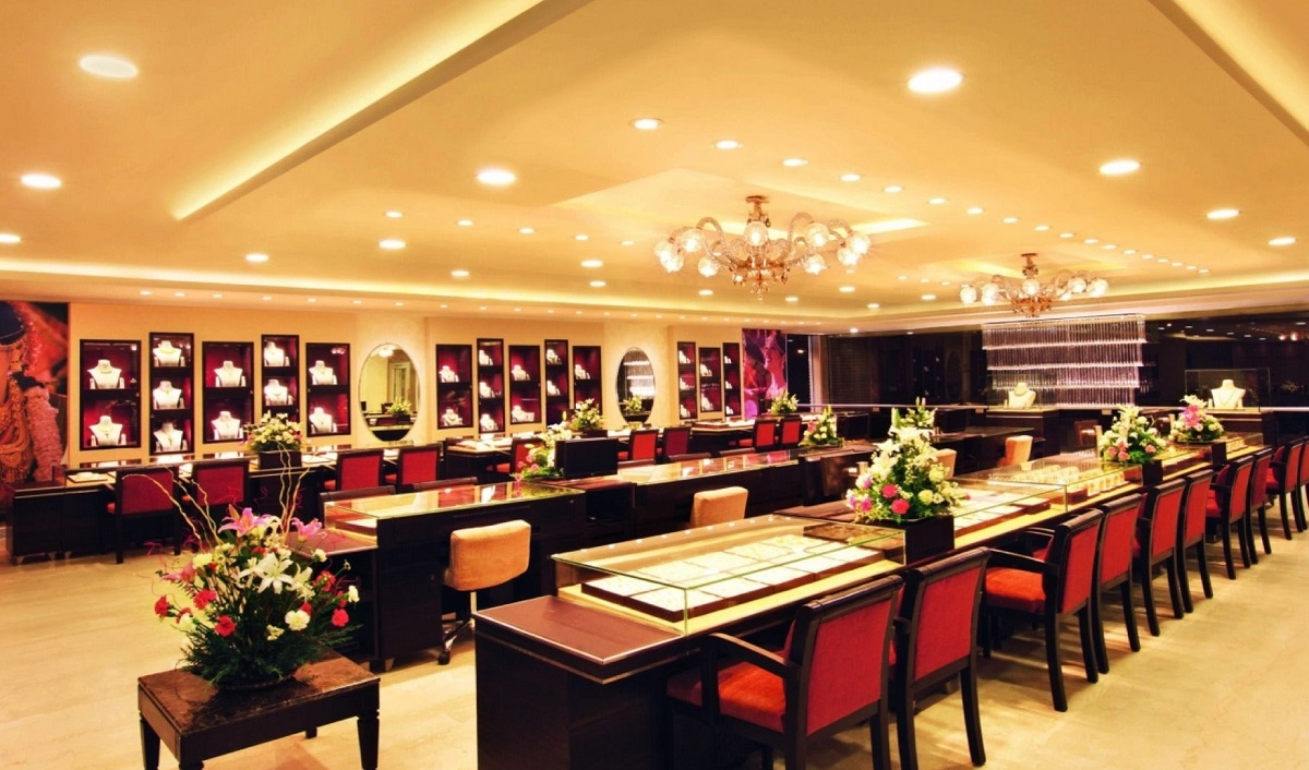 Titan opens first global Tanishq store in Dubai