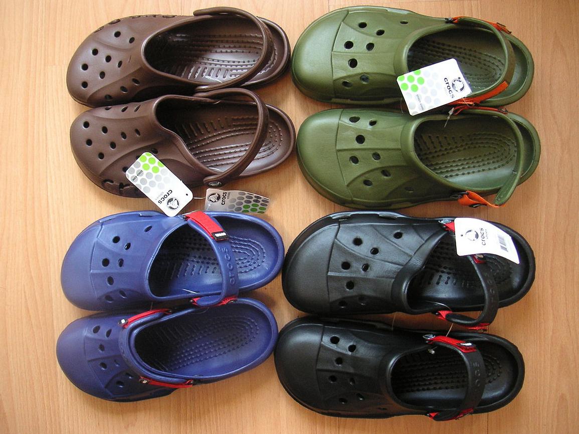 ujęcia stóp wyglądają dobrze wyprzedaż buty różne kolory Crocs works on new campaign 'Come As You Are' with John Cena