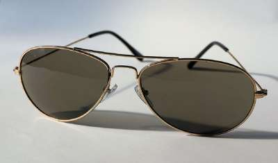 4 Ways to Wear and Style Aviator Sunglasses