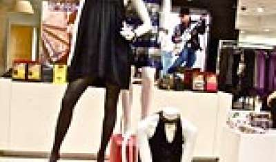 Retailers VM push to cash in on festivity