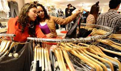 Brick-and-mortar retailers team up with e-tailers like Flipkart & Snapdeal