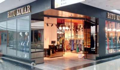 How big brands such as Ritu Kumar are leveraging franchise model?